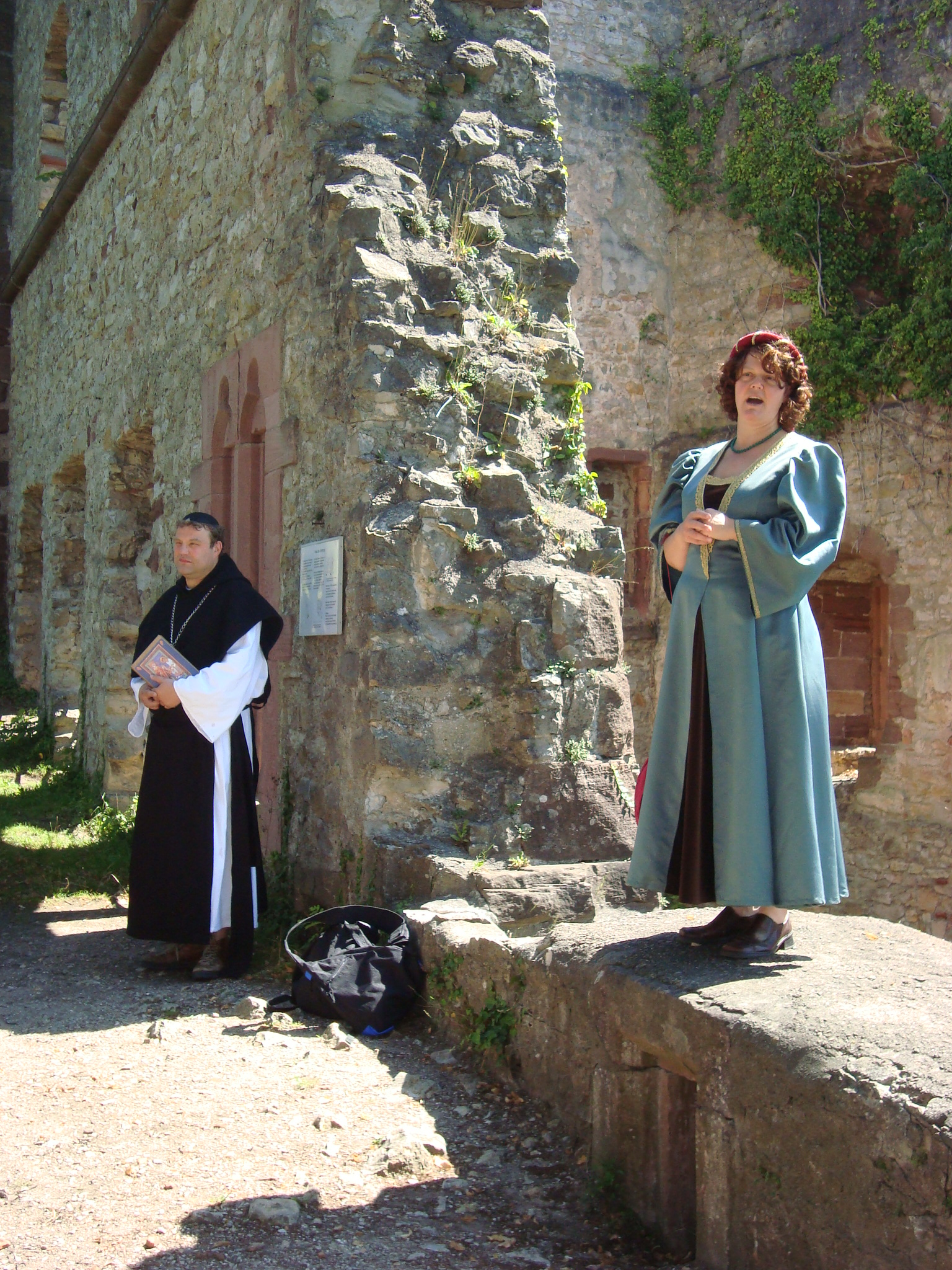 Burgfräulein Brigitte & Abt Konrad